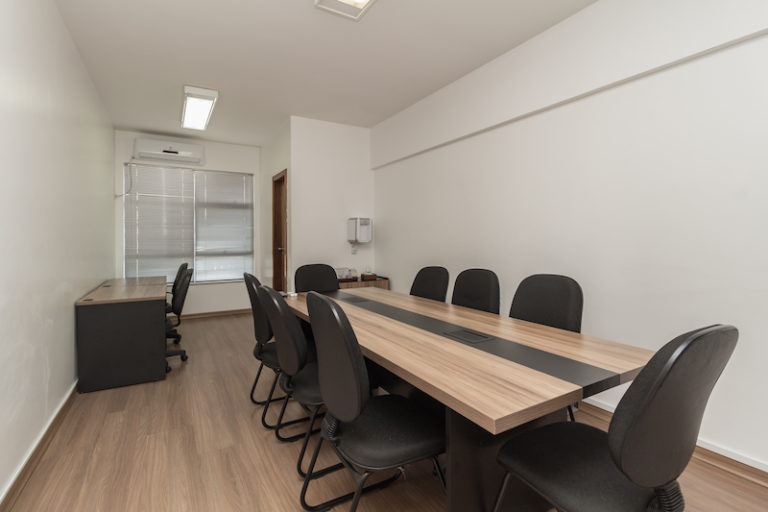 salas de reuniões fora do espaço de coworking